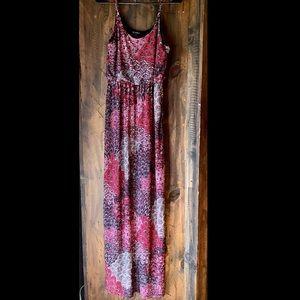 Dresses & Skirts - Pink peacock print maxi dress ❤️